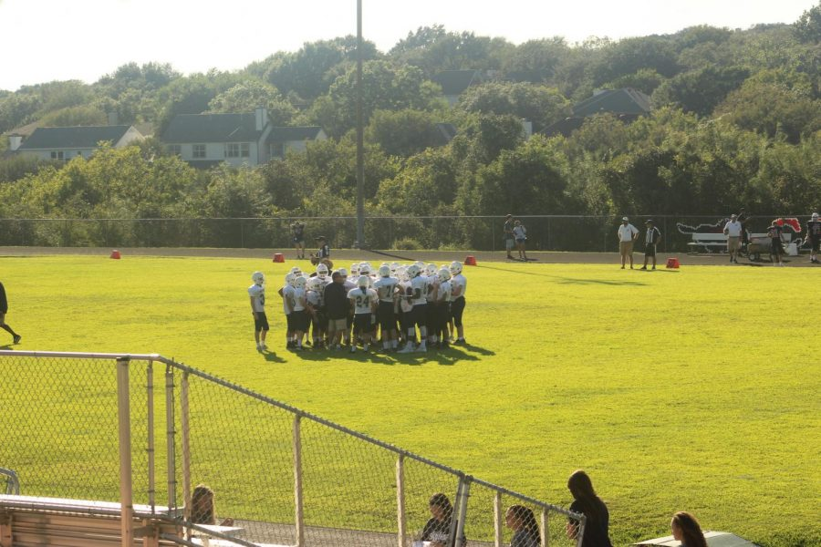 Team+huddle+right+before+the+game.