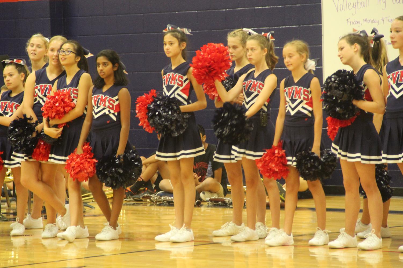 Cheerleaders+waiting+for+their+cue