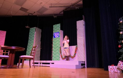 """Theatre Department puts on """"A Tuna Christmas"""""""