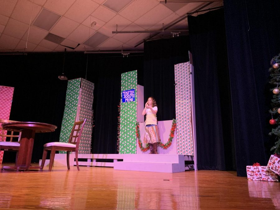 "Theatre Department puts on ""A Tuna Christmas"""